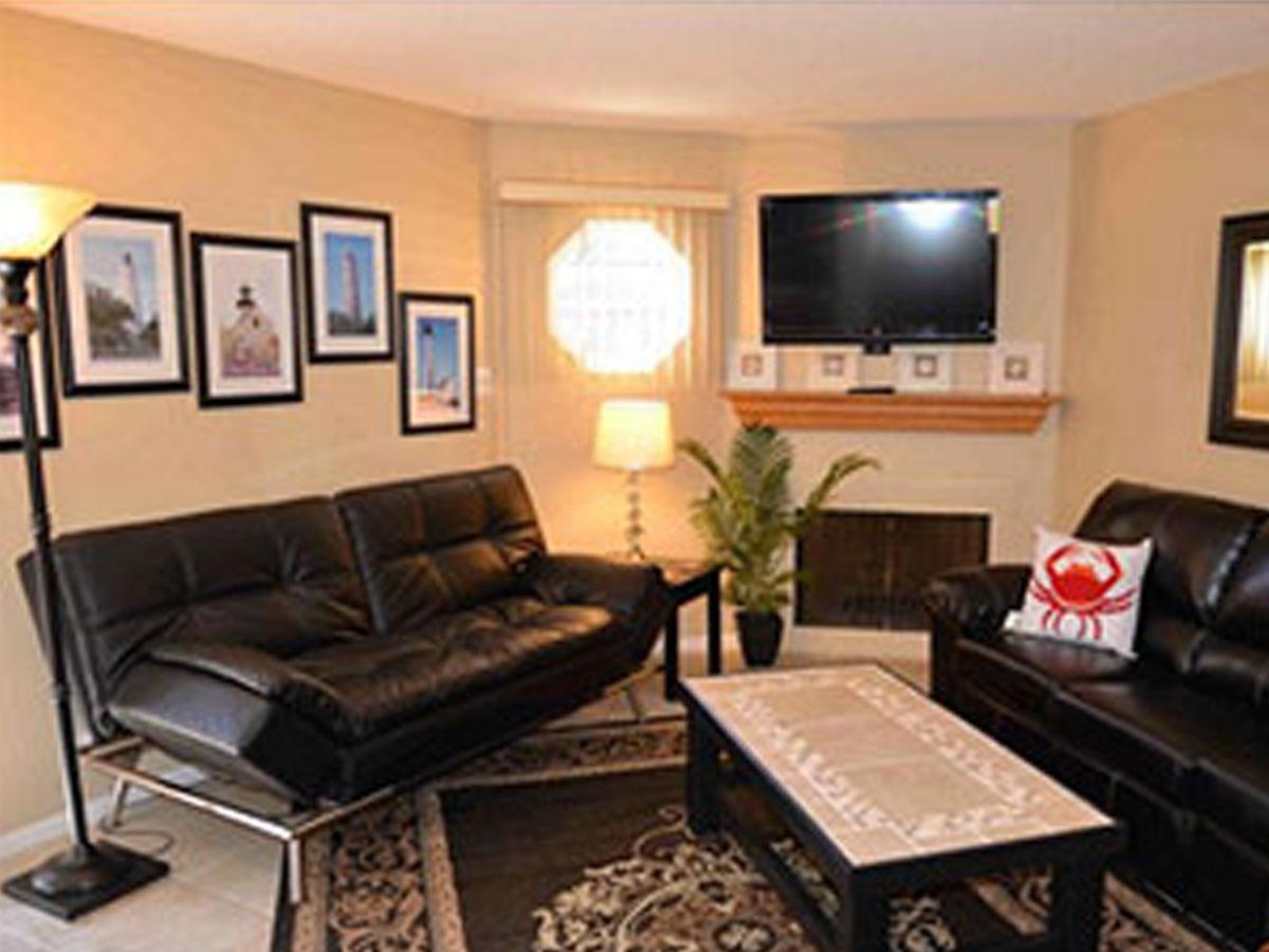 runaway-bay-13101-livingroom