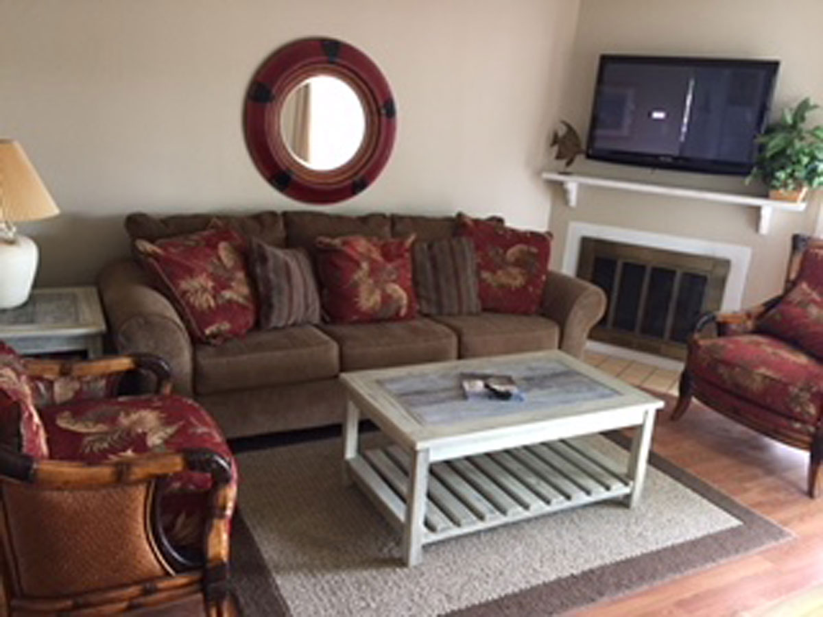 runaway-bay-13107-livingroom